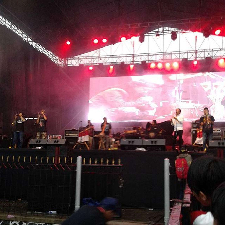 Karinding attack live @theuncorruptedfestival Rajah Karindingattack Theuncorrupted2015 Tegalega Bandung Sejarahkarindingpriangan