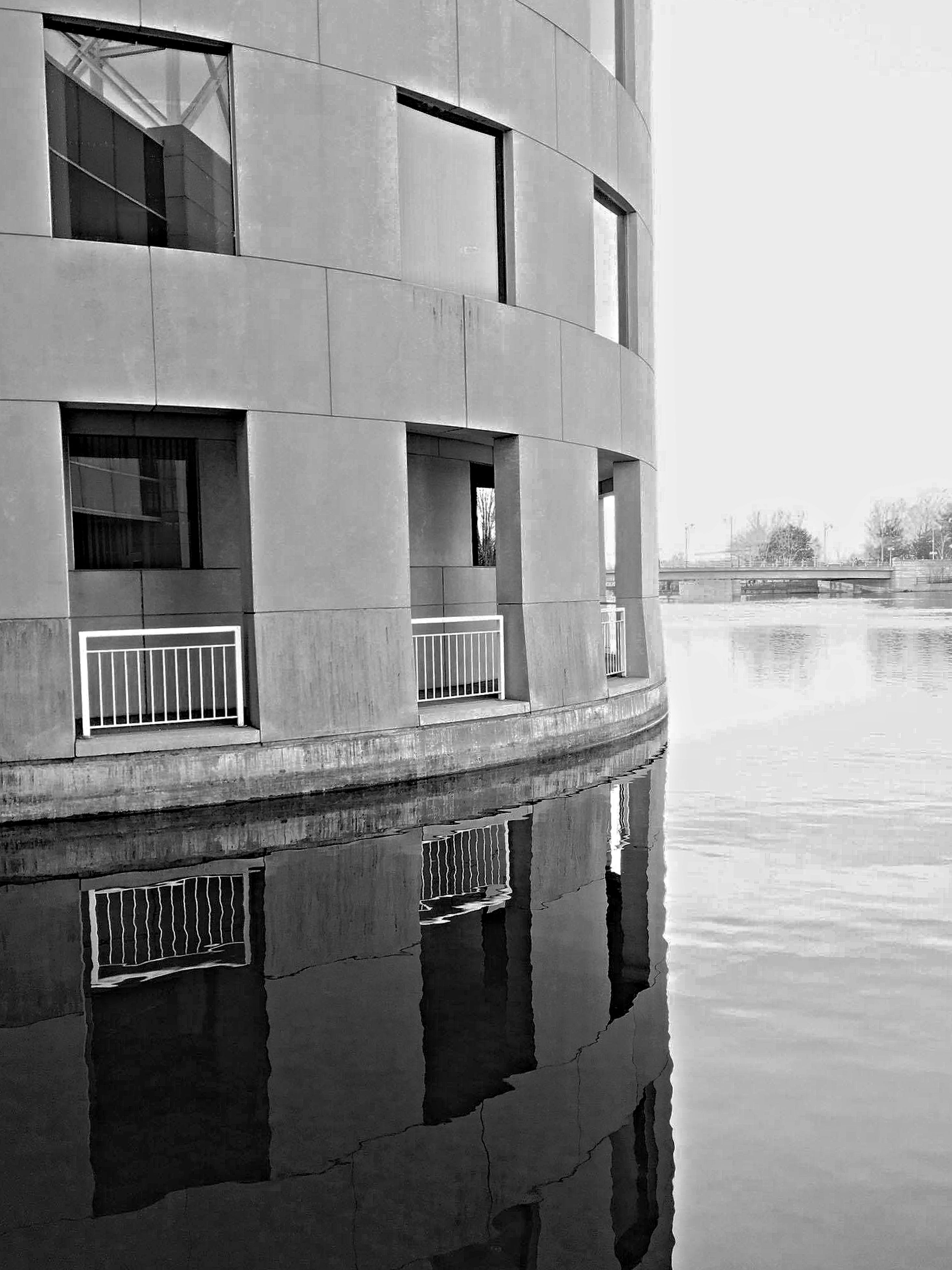 architecture, building exterior, built structure, window, reflection, building, water, waterfront, city, day, outdoors, residential building, residential structure, no people, clear sky, canal, transportation, sky, river, house