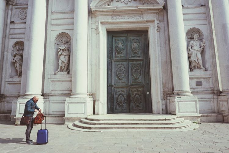 Second Acts Wherearethekeys? Searching For Keys Day Pallazzo Lost The Key Architecture Coming Home EyeEmNewHere