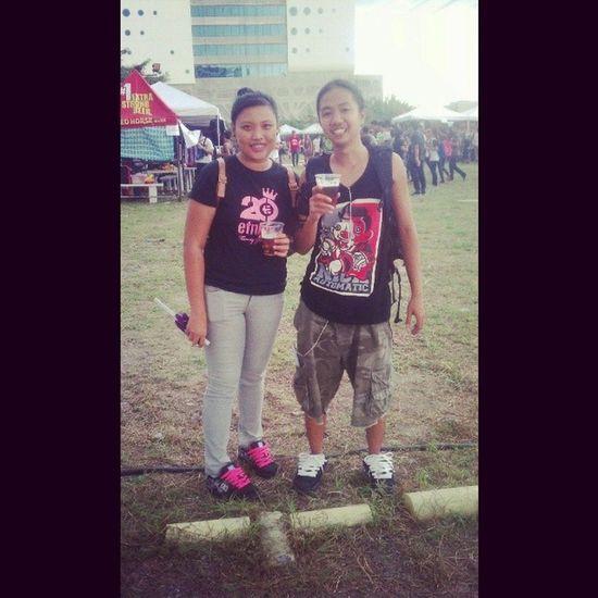 Me and boyfie sa RakrakanFestival last saturday :))) may hawak pa kong redhorse. Pero di ko ininom. Sya uminom hahaha :) loveu dadhie :* <3 @otepcate