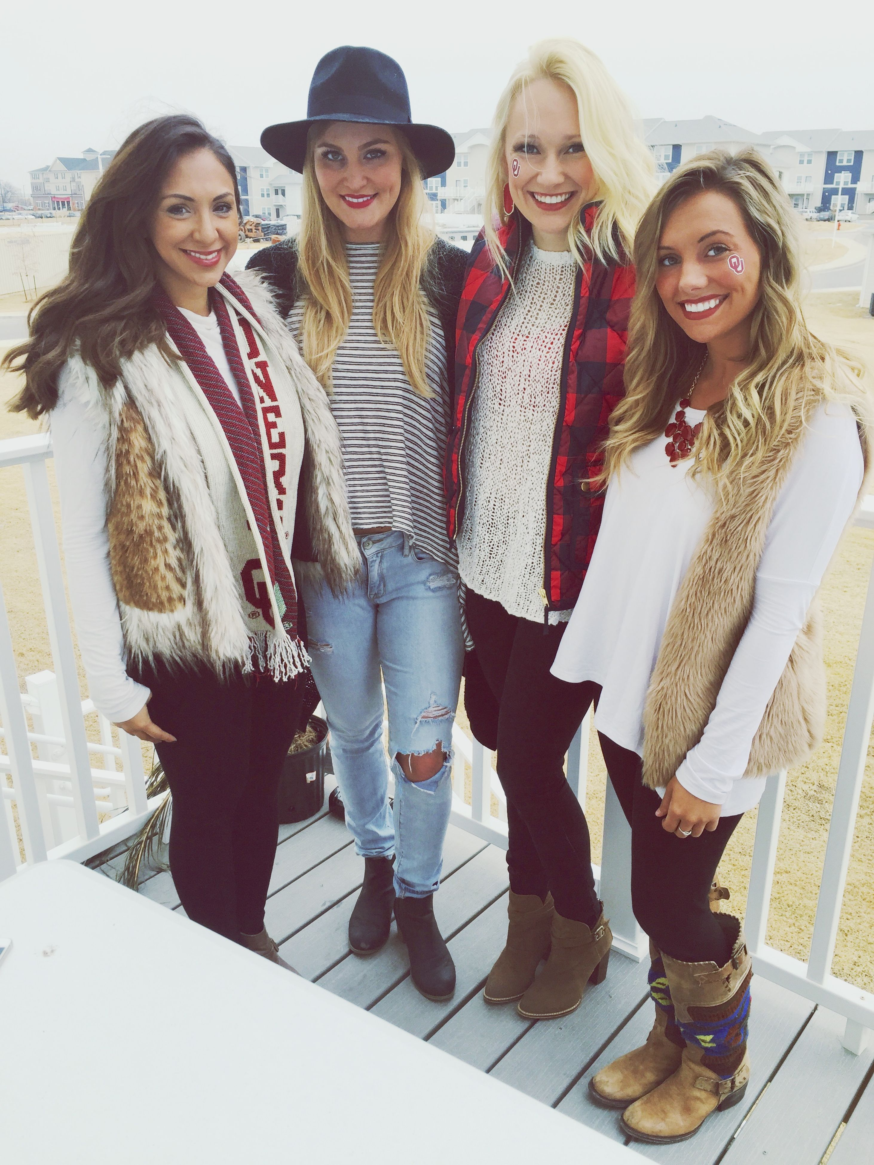 togetherness, lifestyles, leisure activity, person, bonding, portrait, smiling, happiness, casual clothing, looking at camera, young adult, friendship, front view, young women, love, toothy smile, standing