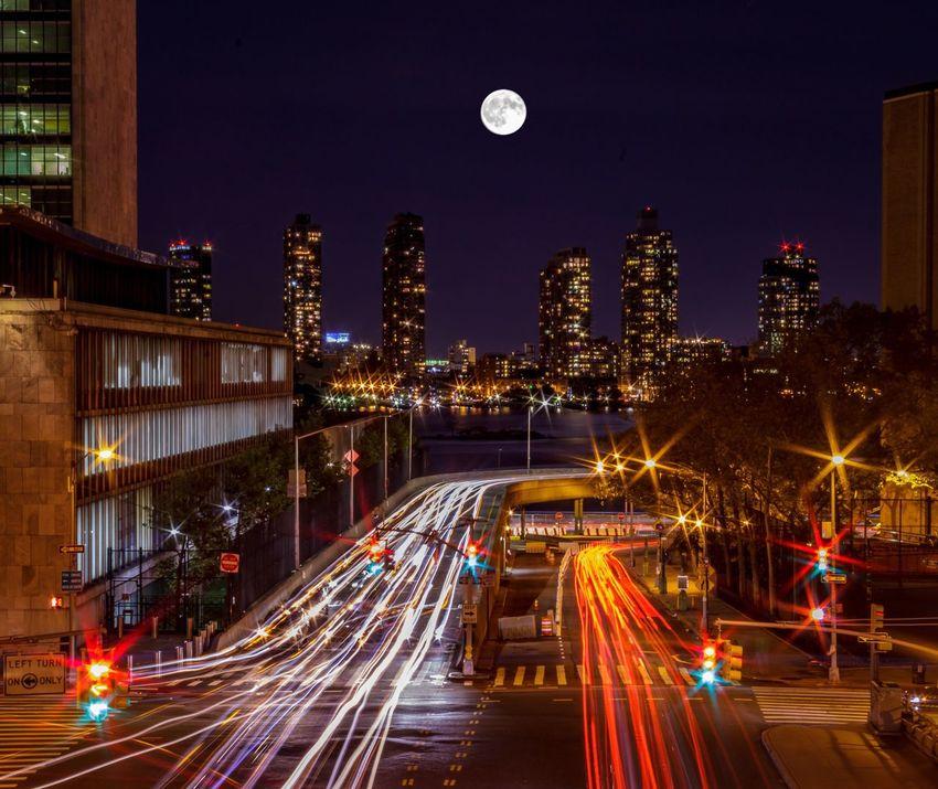 Full Moon Tudor City Manhattan Battle Of The Cities Light Trails New York New York City Midtown