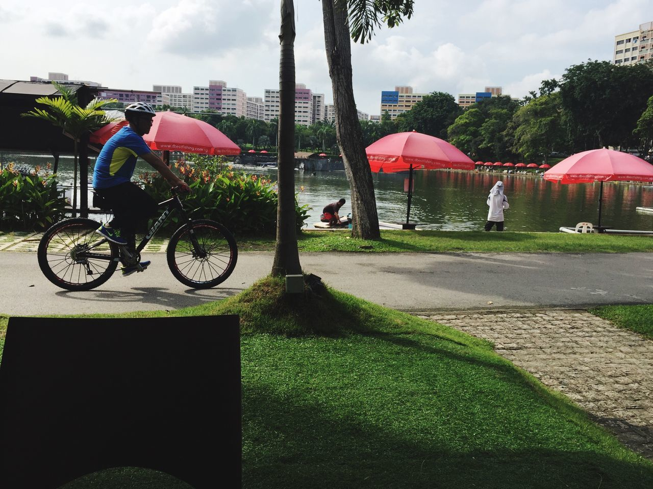 Embrace Urban Life Bicycle Mode Of Transport Transportation Land Vehicle City Cycling Outdoors Building Exterior Built Structure Real People Architecture Day Men Tree Sky People EyeEm Gallery Eyeem Singapore For The Love Of Photography