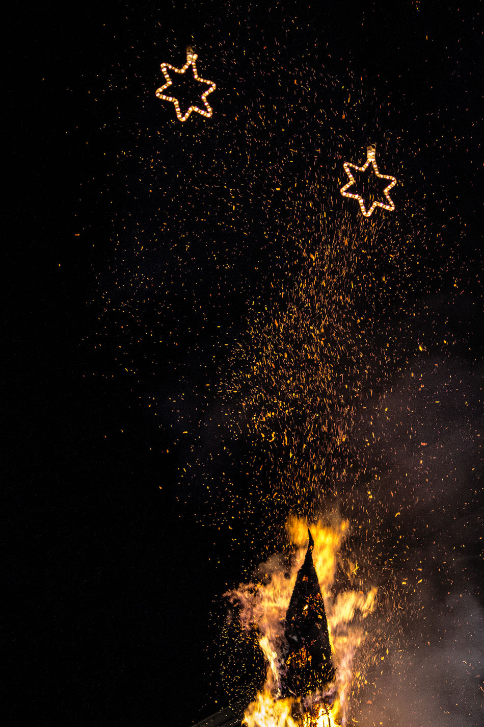 Arts Culture And Entertainment Celebration Christmas' Eve Firework - Man Made Object Firework Display Folk Traditions Illuminated Lights In A Star Shape Night No People Outdoors Sky Sparks Fly EyeEmNewHere
