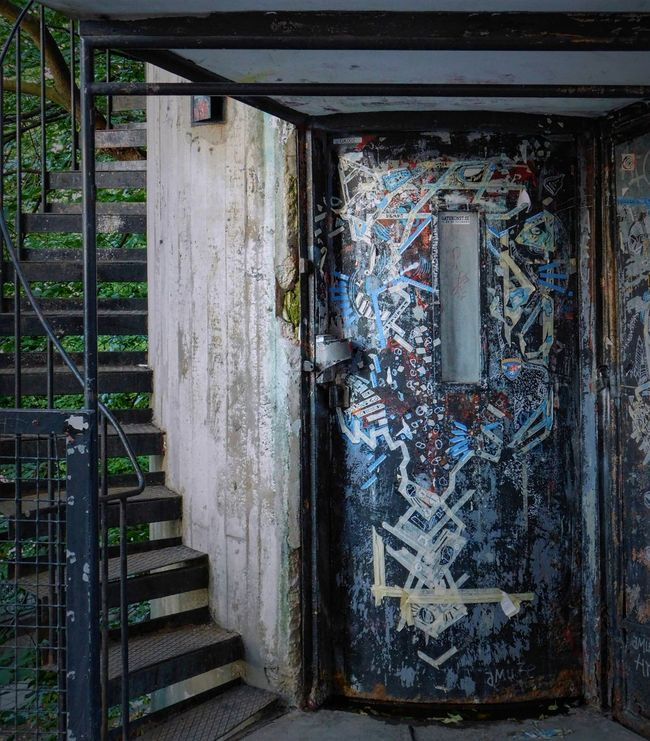 Elevetor. Architecture Art Art And Craft Building Exterior Built Structure Creativity Damaged Day Deterioration Graffiti Messy No People Obsolete Outdoors Weathered