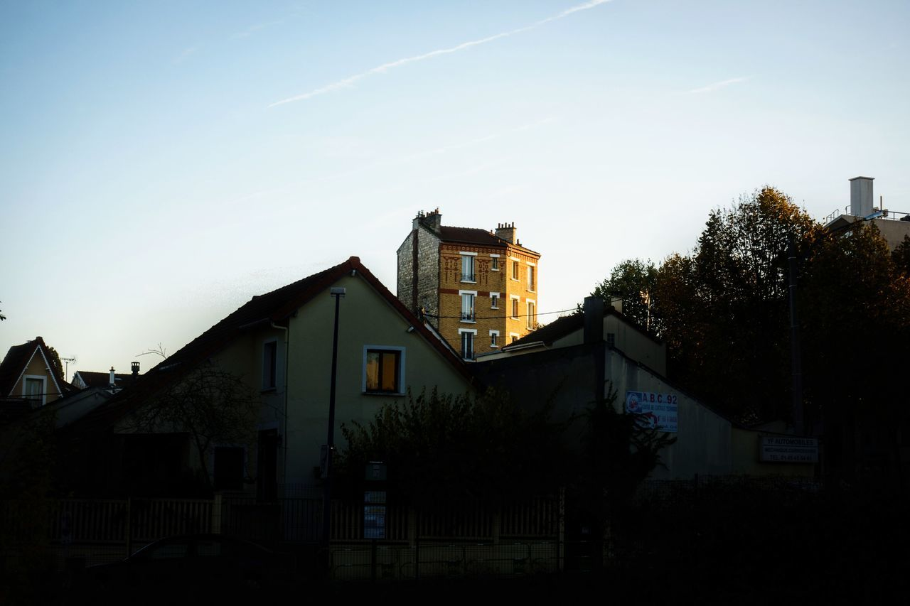 architecture, built structure, building exterior, house, no people, residential building, low angle view, tree, outdoors, day, sky, clear sky