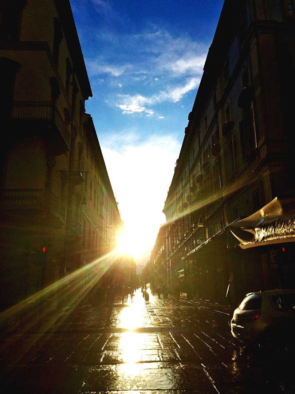 Hello World Taking Photos Enjoying Life Hasmessodipiovere Dopo La Pioggia Torino Torinoélamiacittá Ilcielosutorino Taking Photos Buongiorno Sole Tramonto Twilight Sky Red&blue