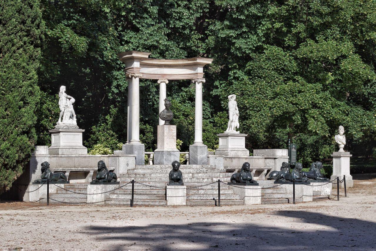 Parque de El Capricho en Madrid SPAIN Tree Statue Sculpture Human Representation Outdoors No People Sky Architecture Flower Españoles Y Sus Fotos Garden