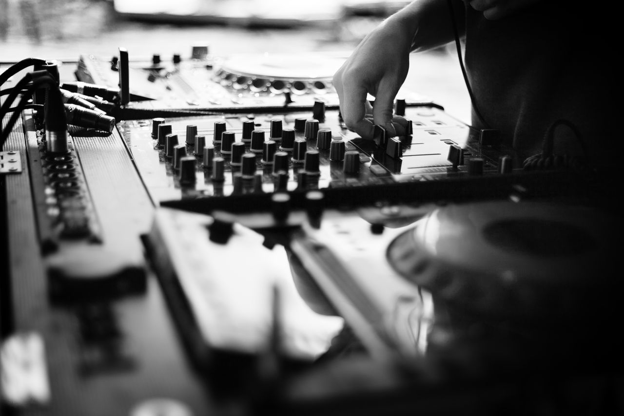 Black And White Blackandwhite Dj Dj Life Dj Mix Dj Mixer Dj Set Hand House Music Music