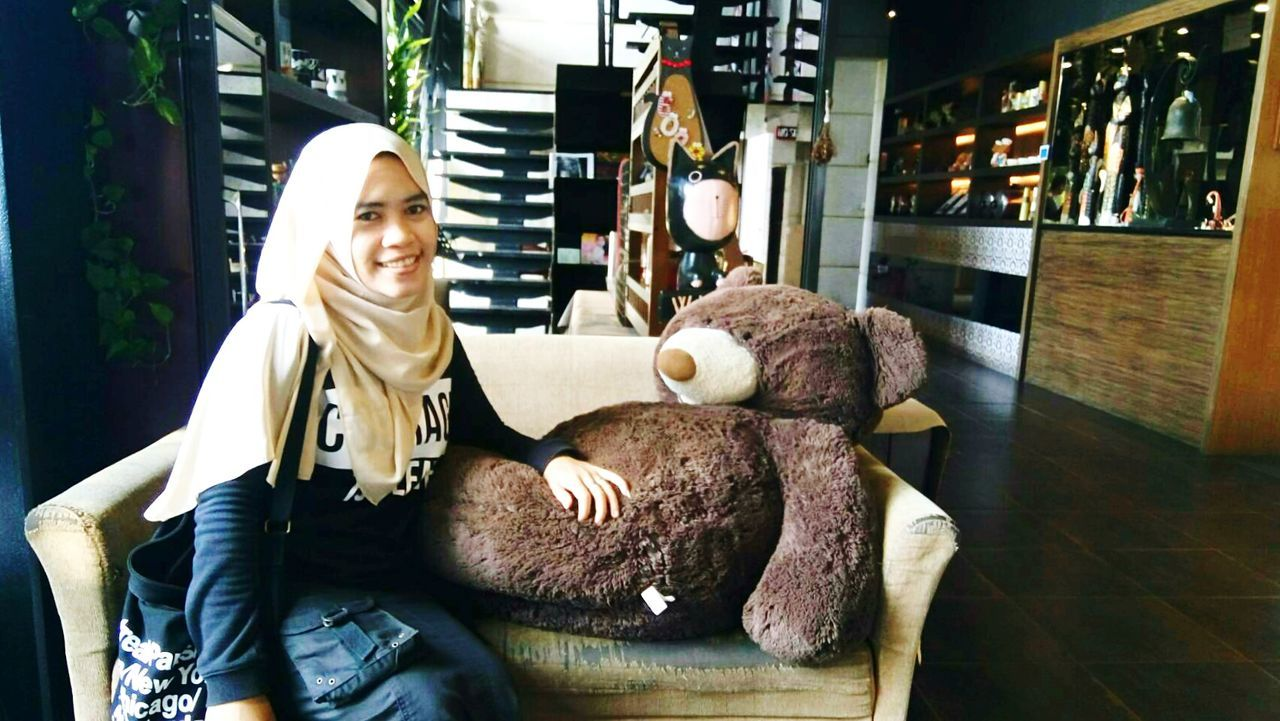 Masha and Mama Bear..😄 6028号 Walking Around The City  Taoyuan City Lovelife Teddy Bear Stuffed Toy Friendship Sitting Indoors  Happiness Bigbear Leisure Activity Its Me :) Cafe Inspiration Cheerful