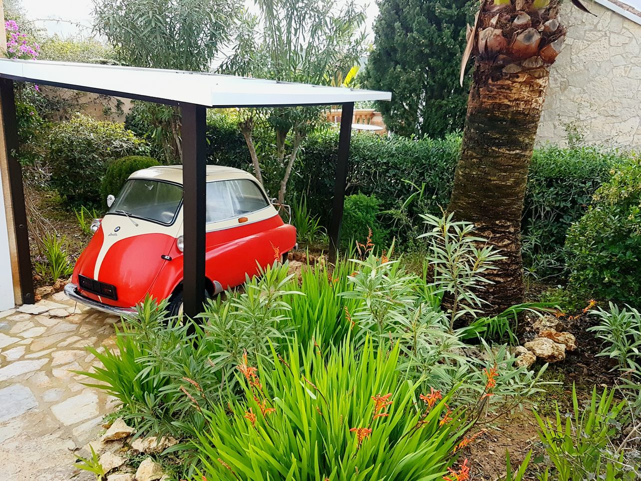 I saw it in a front yard. Somebody's Lieblingsteil Isetta Isetta BMW Car Old Car Oldtimer Front Yard No People Carport Walking Around Taking Pictures Day Outdoors Taking Photos Check This Out IMography 3XSPUnity Smartphonephotography GalaxyS7Edge S7edge Samsung Galaxy S7 Edge Redcar