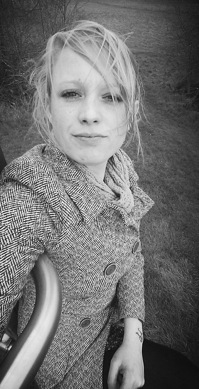 Hello World Check This Out That's Me Enjoying Life Outdoors Outdoor Photography Winter Popular Photos My Unique Style Posing For The Camera People Shots The Portraitist Leisure Activity Smiling Femininity Self Portrait Showcase: January