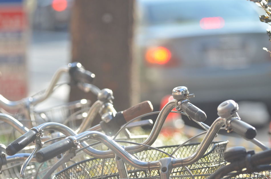 Bicycles Cars Stop Lights Daylight TOWNSCAPE Capture The Moment Walking Around Taking Photos Snapshot From My Point Of View Snapshots Of Life Selective Focus Lights Transportation 町の風景 日常