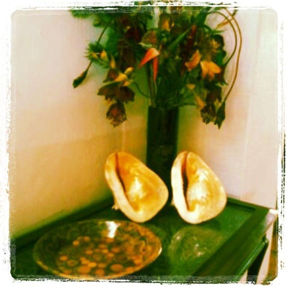 Forniture Decore BoracayOceanBayResortAndCafé ... Forniture Decore Table Shells FlowerVase Flower Vase Wooden Wood ...