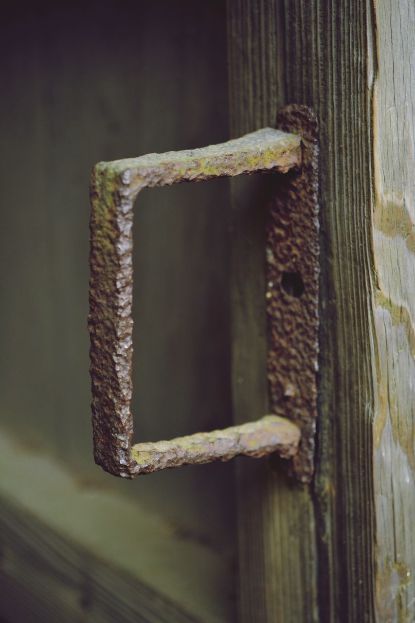 rusty, metal, close-up, no people, weathered, focus on foreground, wood - material, textured, day, outdoors, latch