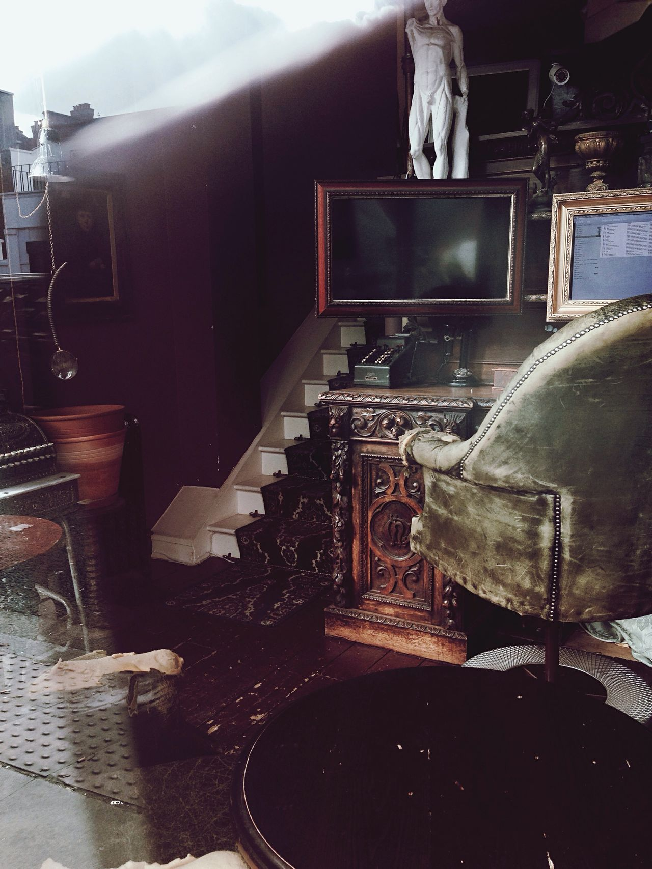 Music Musical Instrument Indoors  Piano Arts Culture And Entertainment Gramophone Old-fashioned No People Musical Equipment Home Interior Living Room Animal Themes Turntable Day Creepy Interior Old Light & Shadow Light And Shadow Abandoned Stories Vintage Bookshelf Indoors