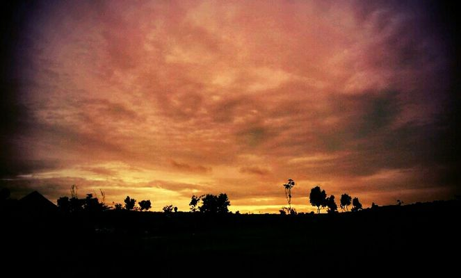#sunset #sun #clouds #skylovers #sky #nature #beautifulinnature #naturalbeauty #photography #landscape by Beib
