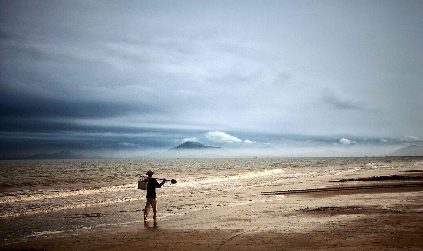 质朴的漁民,靠自己努力与大海拚搏,十分敬佩。📸🍻 Relaxing Like Photos One Man Only