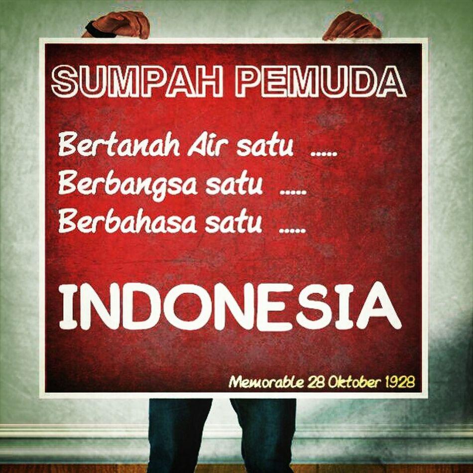 ------------------------------------- Kongres Pemuda 1928 Hadirkan nuansa nasionalisme tanoa syarat Hadirkan kekentalan persatuan Indonesia Hadirkan keyakinan bernegara Kongres Pemuda 1928 Cantumkan hanya satu rasa Cantumkan hanya satu asa Cantumkan hanya satu jiwa Indonesia Saatnya melanjutkan Saatnya meneruskan Saatnya merawat Saatnya menjadi yang terdepan Kita bisa karena kita ada Kita bisa karena kita bersama Kita bisa karena kita satu Kita bisa karena kita adalah .... INDONESIA ---------------------------------- Nationalisn INDONESIA Proud