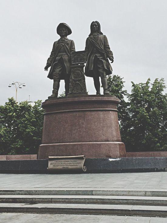 Statue of G. W. de Gennin and V. N. Tatishchev Russia Yekaterinburg Monuments Statue