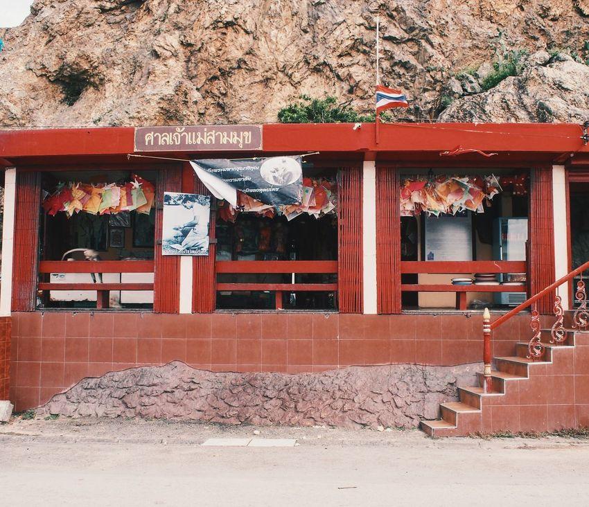 สักการะเจ้าแม่สามมุข Bangsean Chonburi G Beach Thailand Red Brick Windyweather Winter