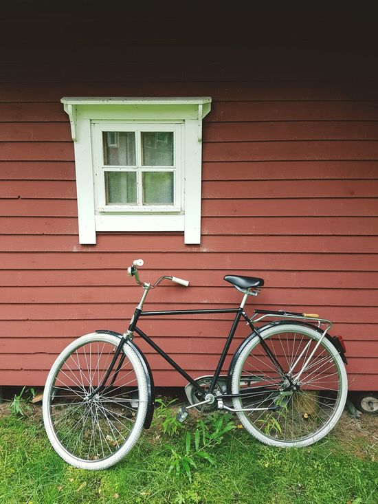 Finland 5.8.2017 with samsung galaxy s7 edge Bicycle Outdoors Window Grass Building Exterior Retro Styled Transportation Day No People Mode Of Transport Architecture Built Structure Summer Finnish Landscape Finland Agricultural Samsung Galaxy S7 Edge EyeEmNewHere Smartphone Photography Mobile Photography Rural Scene Bicycles Vintage Vintage Photo Vintage Bicycles