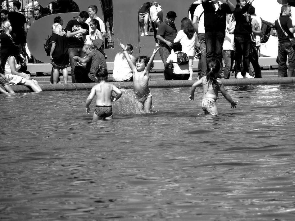 Bellezze al bagno ... the bath... Bnw Amsterdam AMPt_community Theappwhisperer Tinycollective Magnumphotos Burnmagazine Noir Et Blanc Blackandwhite Photography Hikaricreative Hipstamatic Instagramer Hdr_Collection Slow Life Umbigomagazine Insta_bw Insta_noir Ignantpicoftheday Lensculturestreet Creative WeAreJuxt.com Outofthephone Wearegrryo Bw Streetphotography