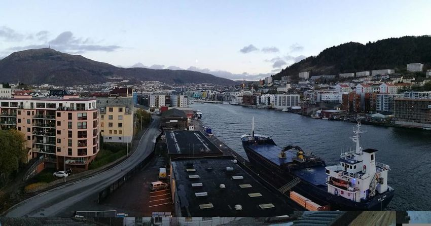 Cityphotography Citytrip Bridge Photography Sea View Peaceful City Water Mountain Outdoors Sky Autumn Winter Is Coming... Cold Days Bridge Walks Bergen,Norway Road Day Vacations Street Ships⚓️⛵️🚢 Panoramic Photography