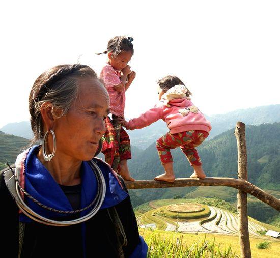 Photos That Will Restore Your Faith In Humanity Captured Moment Lights Mucangchai Vietnam People Photography Travel Photography Capture The Moment October2015 On The Farm Kidsphotography