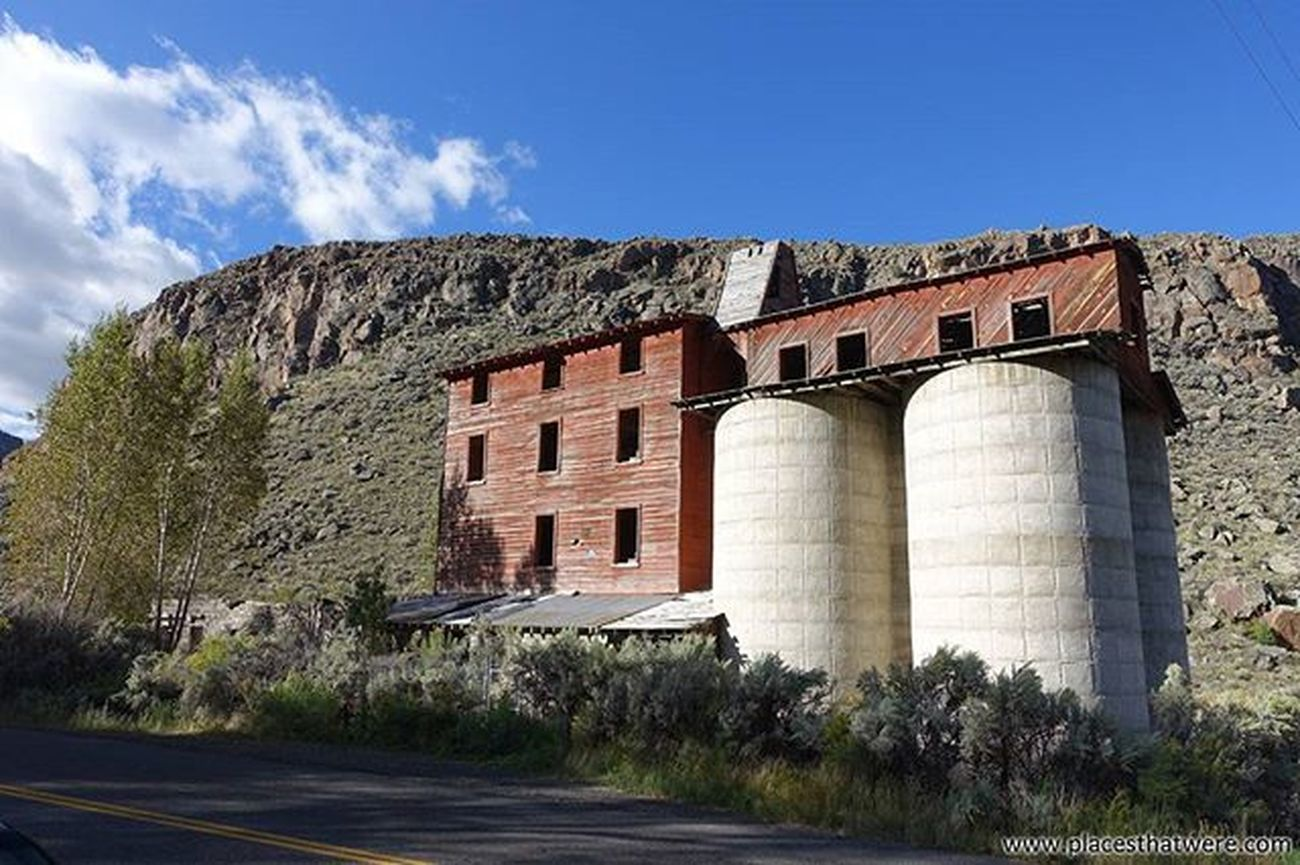 Abandoned Osiris Creamery and Granary More pics and info here: http://www.placesthatwere.com/2016/04/awesome-abandoned-osiris-creamery-and.html Abandonedplaces Utah Ghosttowns AbandonedplacesinUtah Abandonedutah Antimony Antimonyutah Osiris OsirisCreamery OsirisUtah Utahghosttown Utahghosttowns