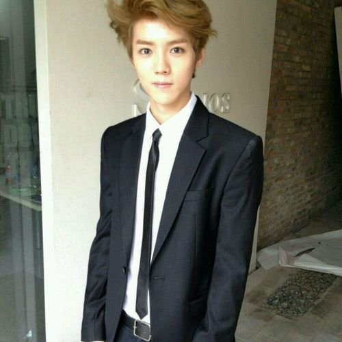 Luhan updated his weibo dp. Luhan EXO