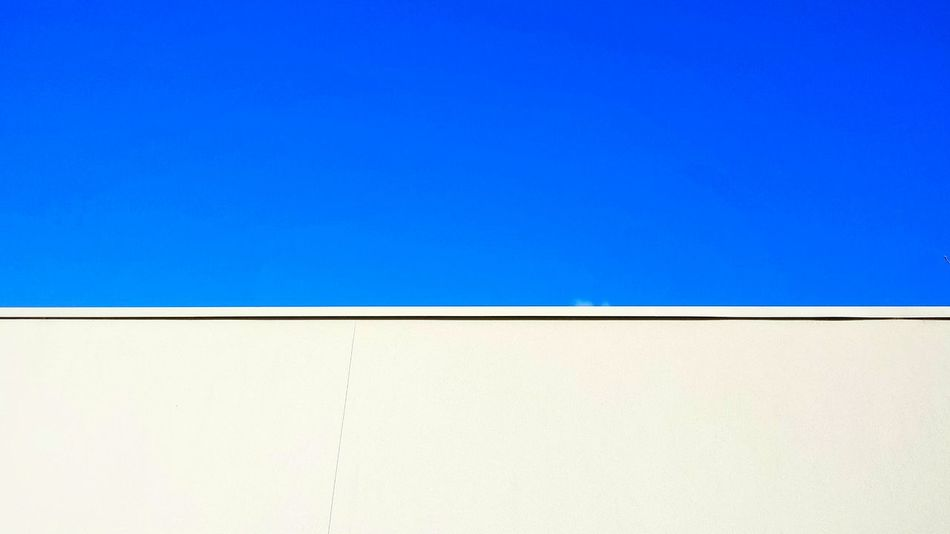 Supernormal Blue Sky White Wall Simple.simple