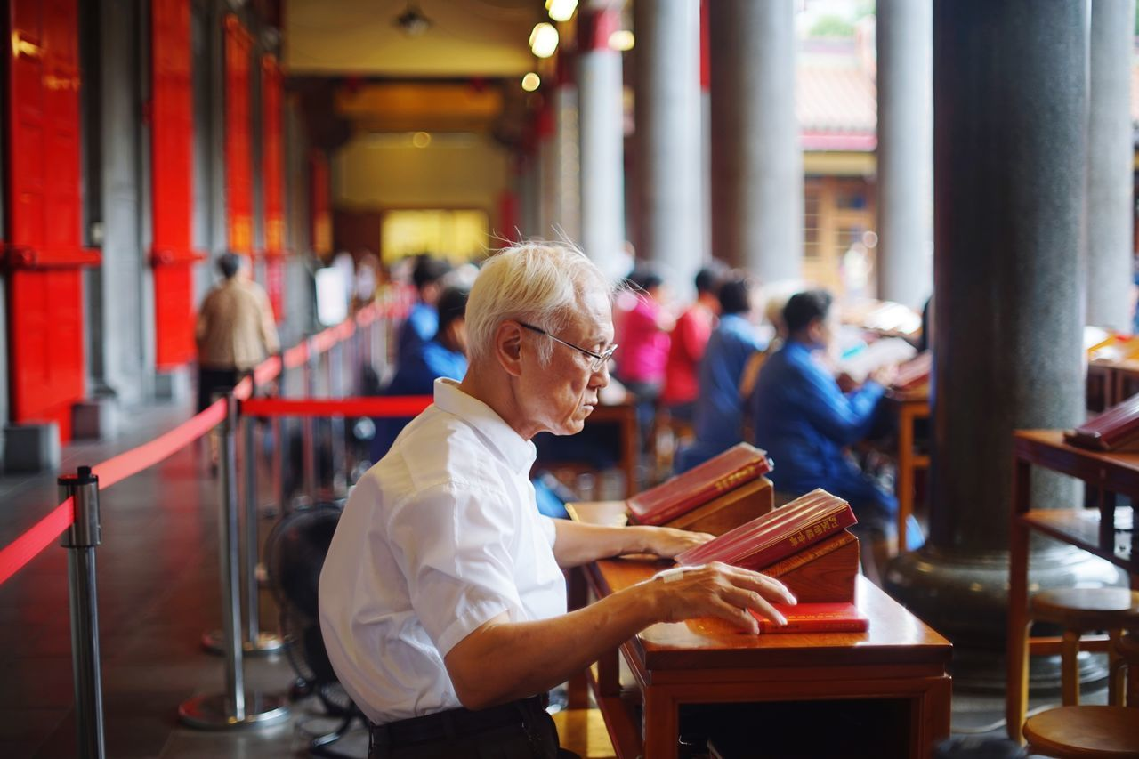 Senior Adult Taiwanese Temple Cultures Taiwanese Culture People Preying Religion One Person Faith In God Attitude Focus Old But Awesome