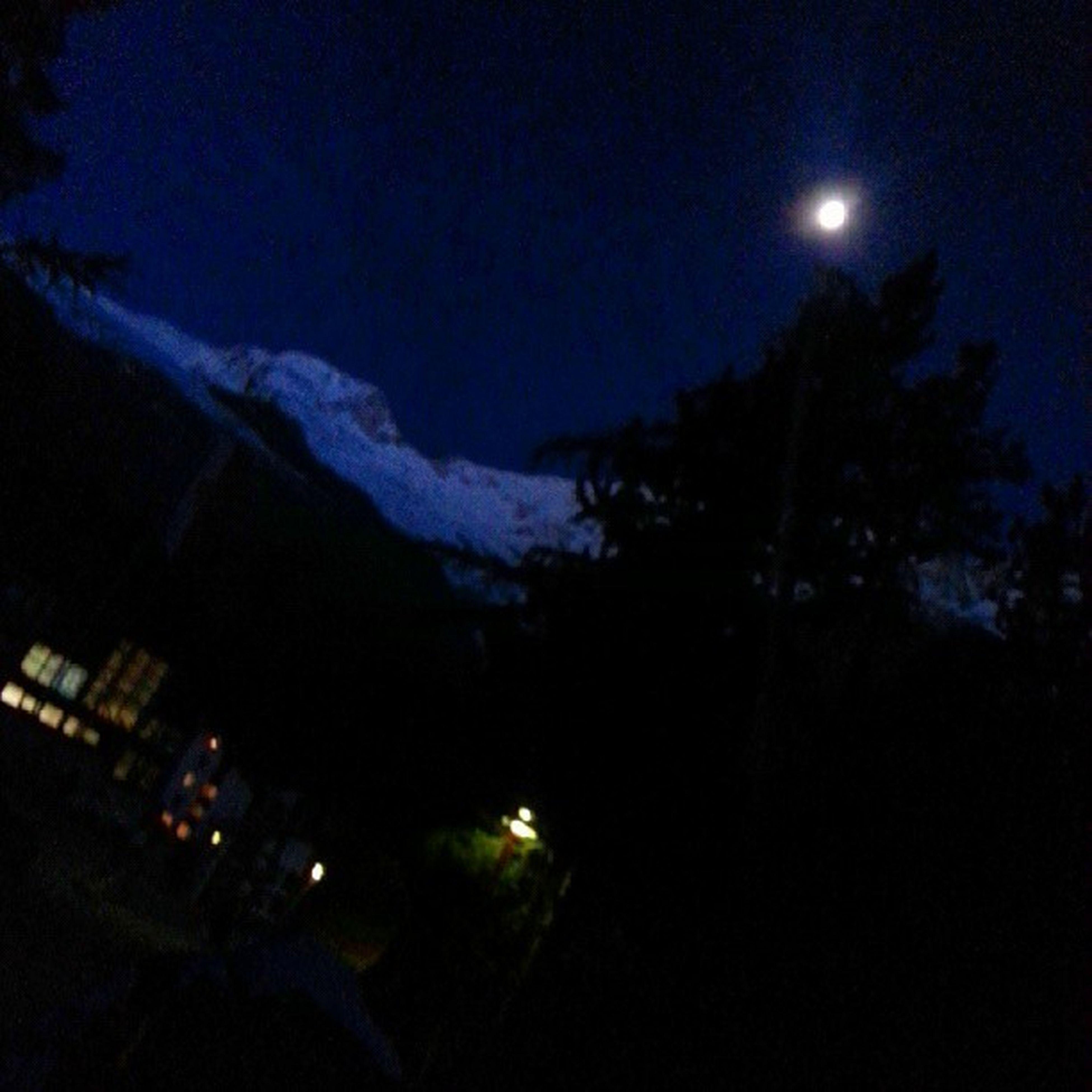 Månen kommer snart bytas mot solen. Premorningglory Saasfee