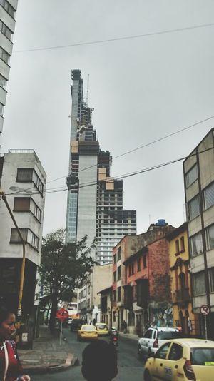 Dias grises bogotanos. Son días que traen gotitas de lluvia y tristezas lejanas. Bogotá Rain Day Streetphotography Street Dias De Lluvia Blue EyeEm Best Shots
