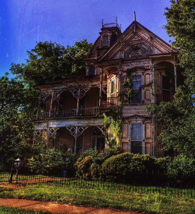 """Everything seems slow, molasses slow."" NEM Architecture AMPt_community My Hobby Historical Building Derelict Painterly Let's Do It Chic! Old House Beauty Of Decay Rural Scenes"