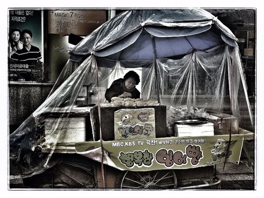 streetphotography in Seoul by cumicumicumi