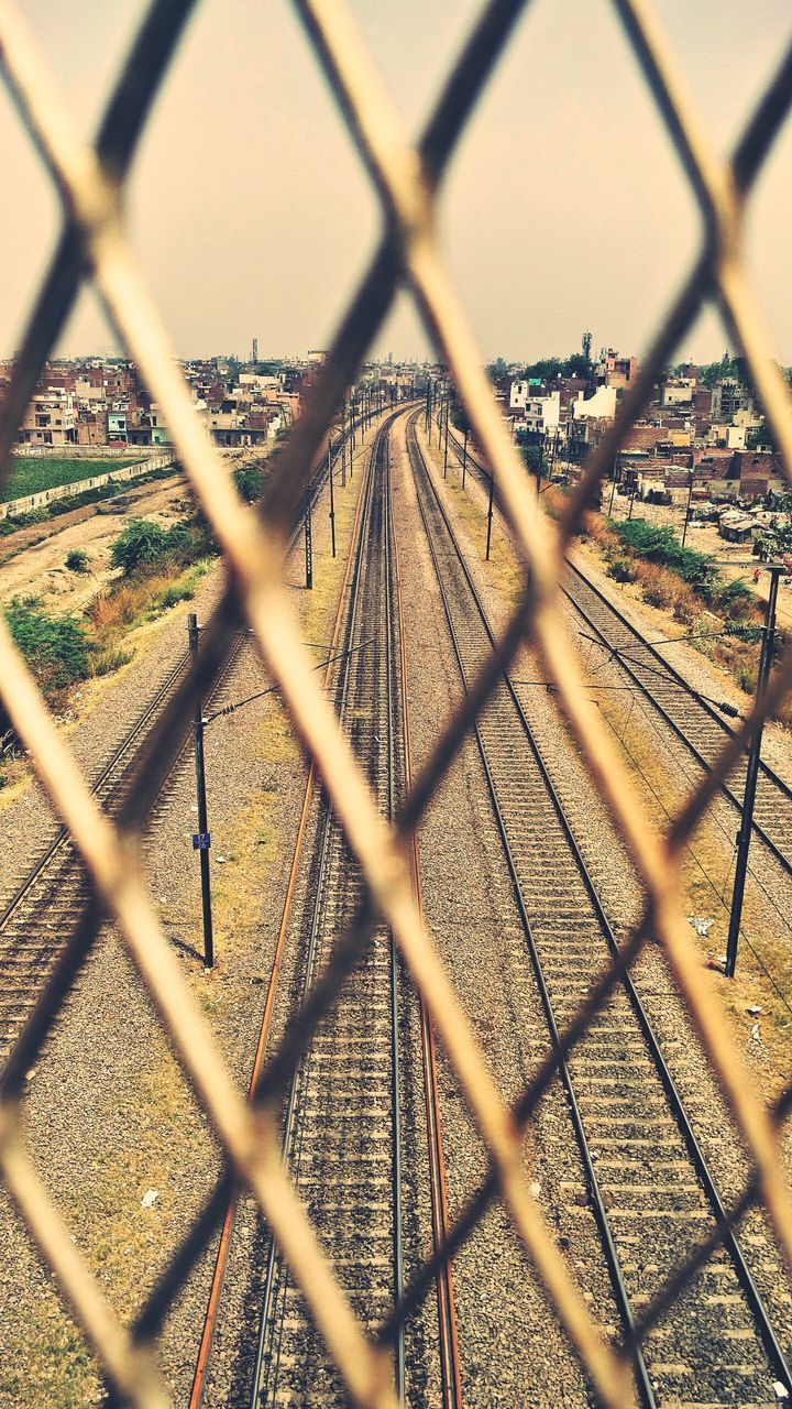 chainlink fence, chainlink, protection, metal, safety, focus on background, security, no people, day, outdoors, crisscross, close-up, city, nature, sky