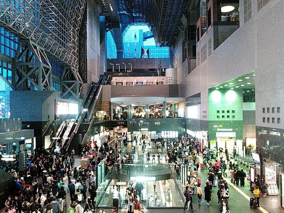 京都駅、喧騒と雑踏と。 京都 Kyoto 京都駅 京都駅ビル 京都駅 Kyoto Station Kyoto Station Urban 駅 Station