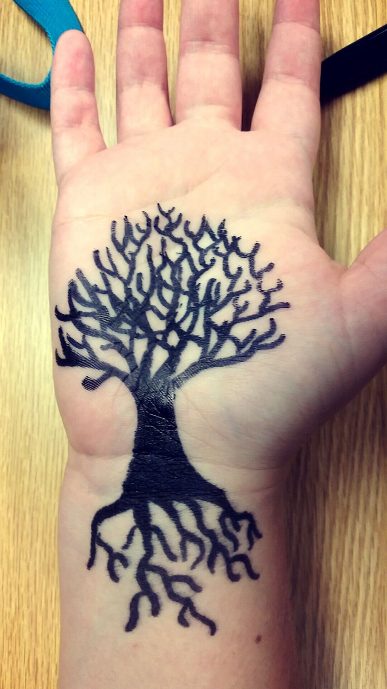Human Hand Human Body Part Creativity One Person One Woman Only Real People Tree Plant Artistic Artist Art Artsy Artphoto Art Photography ArtInMyLife Artistic Expression Arts