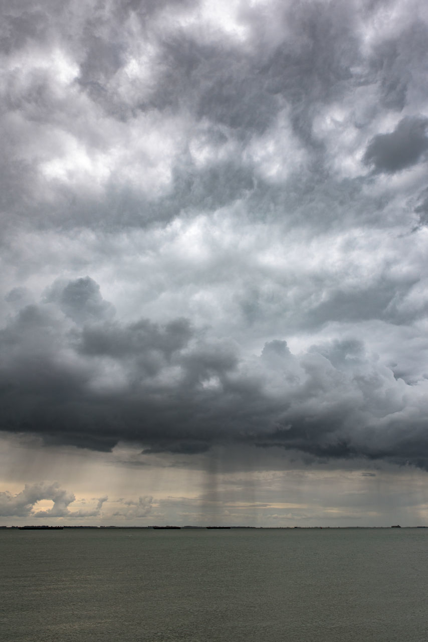 cloud - sky, sky, scenics, weather, nature, beauty in nature, tranquility, storm cloud, tranquil scene, dramatic sky, outdoors, no people, storm, sea, day, horizon over water, thunderstorm, water