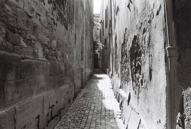 35mm Film Alley Analogue Photography Blackandwhite Bordeaux Film Photography France Ishootfilm Noir Et Blanc Old Town Street Streetphotography Surface Level Walkway