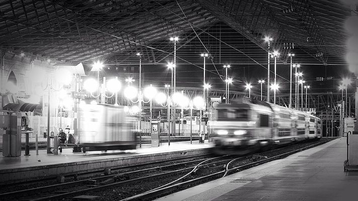 blackandwhite at Gare Du Nord Eurostar by Sebdevinc