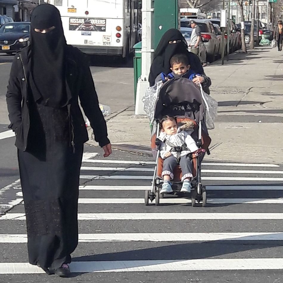 Muslim Woman Muslim Culture Muslimahfashion Lifestyles Wayoflife Queens NYC Muslim Children Freedom Of Expression The American Dream Street Photography Eyem Photography Newyorkcityphotographer EyemPhotographer Welcome To Black