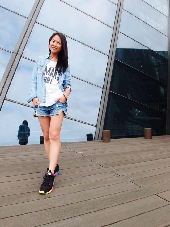 愛不是講對錯,而是講感覺。相愛是談情,不是講理。當愛的感覺已經不存在,對或錯又可以挽回什麼!? Enjoying Life Relaxing Taking Photos Girl That's Me Urban 4 Filter Hello World 哈比151 Taiwan