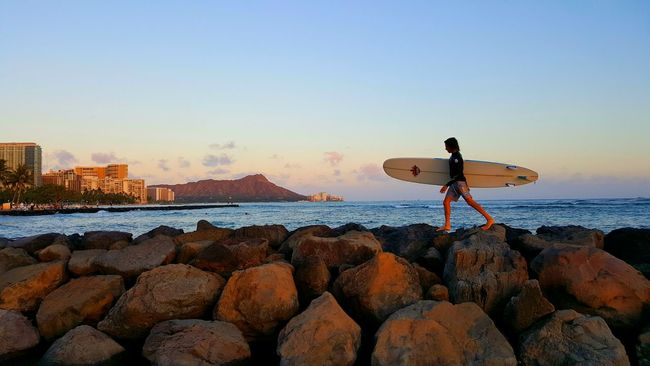 End of surf session Surfing Enjoying The Sun Diamond Head Waikiki Waikiki Beach Waikiki Sunset Instalike Luckywelivehawaii Hawaii Life Hawaii Oahu