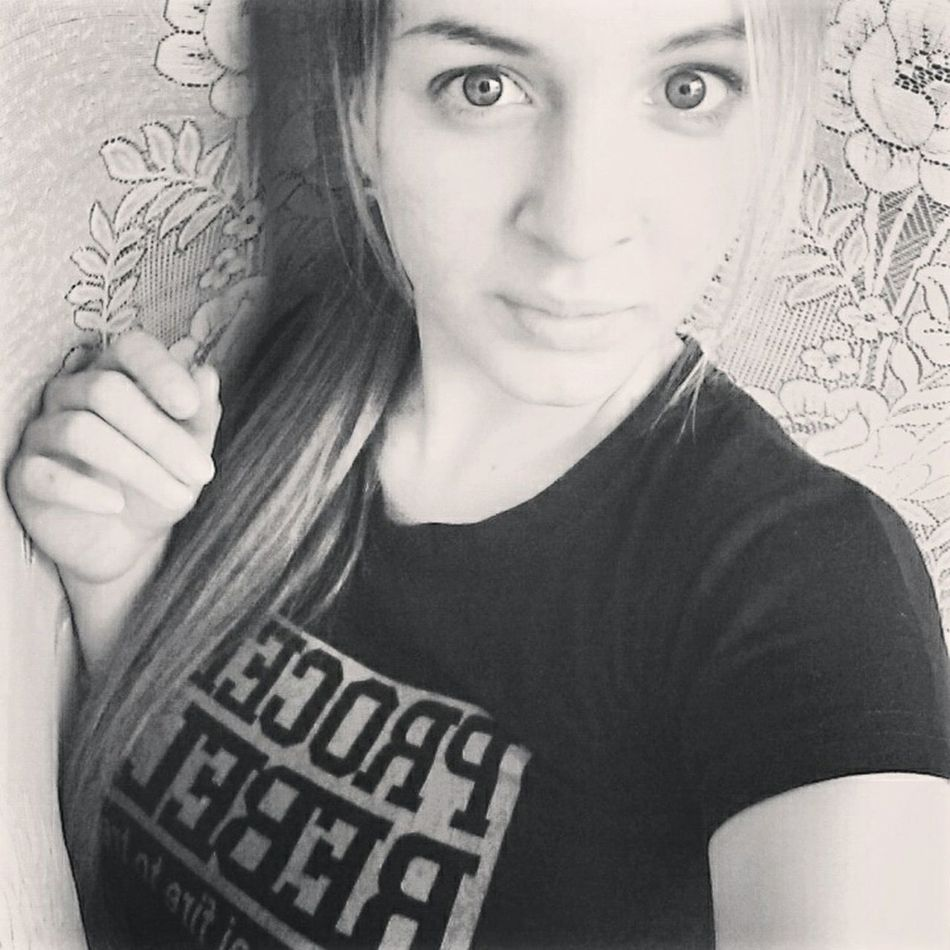 Hello Word Girl Pretty Vscocam Img_russia That`s Me Faces Of EyeEm Dusk Followme Black&white