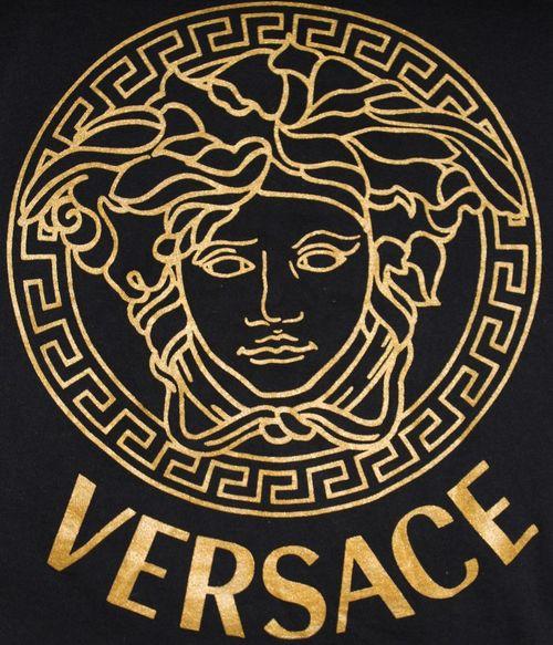 "Versace what makes my days days ( ̄▽ ̄"")╭"