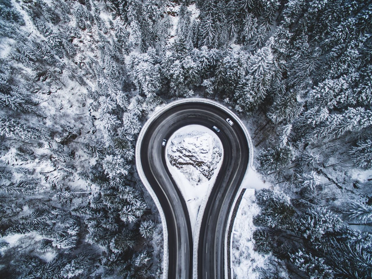 Areal Tree Nature Winter snow Road Pass Cars mountain