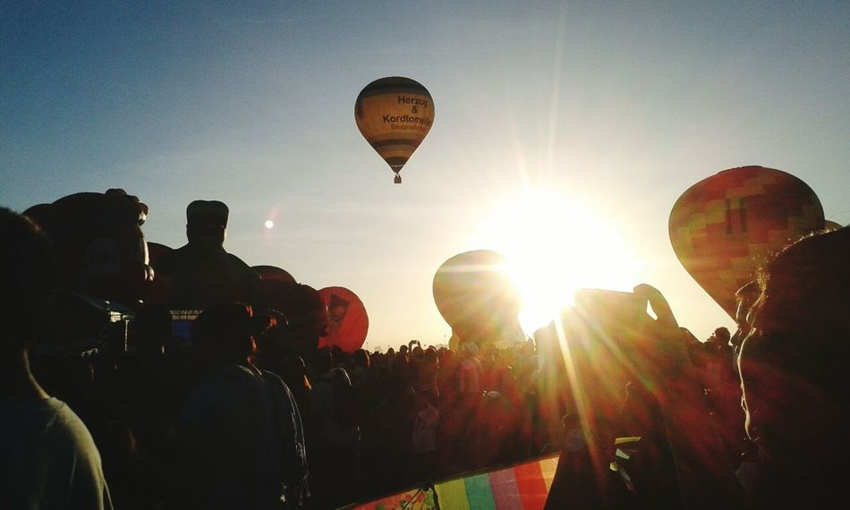 Fly High Hot Air Balloons Balloonfestph Look Up Beautiful Sunbeam Sky And Clouds Early Morning Crowd Amazed Clark,Pampanga Freedom Resist